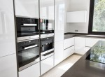 13 fully fitted kitchen