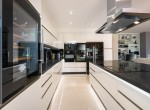 16 fully fitted kitchen
