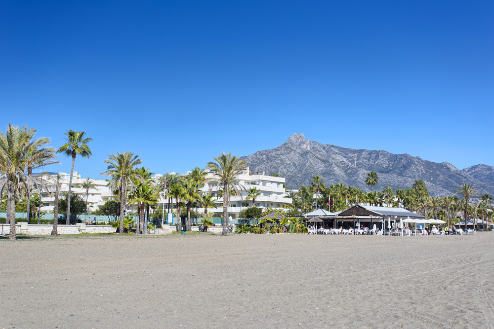 exclusive 3 bedroom apartment los granados puerto banus, frontline beach complex, 24-hr security, gated, direct beach access, walking distance, luxury, puerto banus, coral beach, golden mile, shops, restaurants, boutiques, paseo, jet ski, water sports, sea, sun, beach, luxury, unique, holidays, rent, short term, bliss