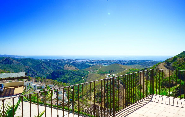 contemporary villa in benahavis hills and country club, spa, gym, jacuzzi, sauna, sea views, golf, sun, concierge service, 24 hour security, restaurant