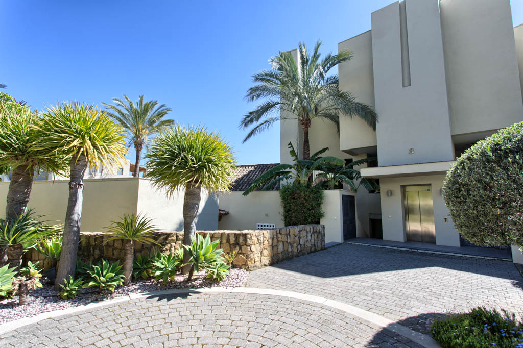 costa del sol, sierra blanca, Marbella, apartment, golden mile, terrace, fireplace, swimming pool, south facing, garden, property, real estate, mara, villa