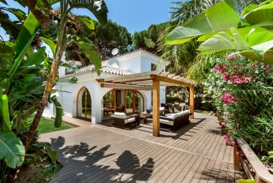 charming, luxury, villa, swimming pool, lush garden, decked terrace, beach dunes, sun, sea, golf, bargain, location, investment, marbella, elviria, sol, mar