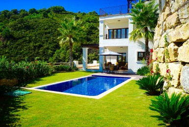 contemporary villa in benahavis hills and country club, spa, gym, jacuzzi, sauna, sea views, golf, sun, concierge service, 24 hour security, restaurant