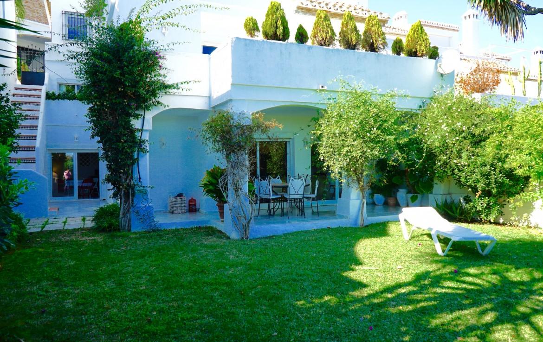 spacious, townhouse, nueva andalucia, centro plaza, puerto banus, marbella, la maestranza, jardines de andalucia, beach, sea, corte ingles, investment, pool