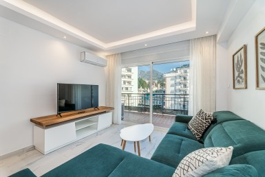 renovated penthouse, marbella, ricardo soriano, 3 bedroom, atico, luxury, beach, sea, orange square, security, gated complex, rent, new, plaza los naranjos