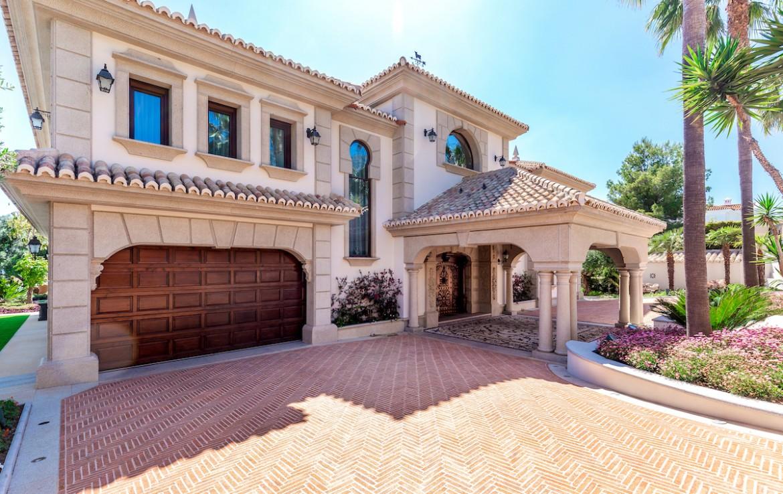 imposing villa, sierra blanca, marbella, golden mile, security, safe, beach, cascadas de camojan, 24hr security, sun, sea, luxury, opulent, fine living, mar
